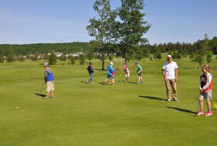 Plus de 30 jeunes s'initient au golf