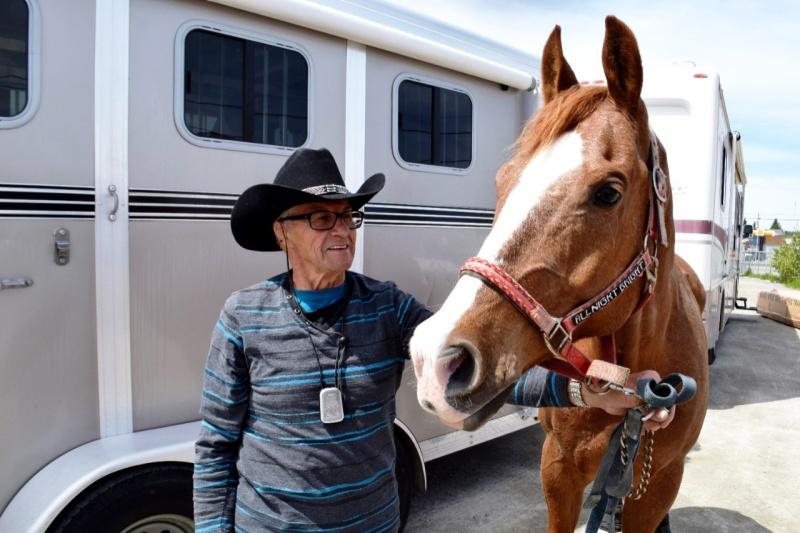 Roger Lord fait des compétitions équestres à 78 ans