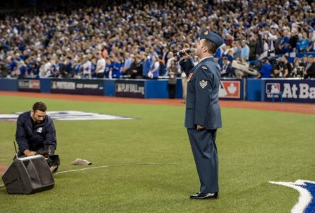 Match Royals – Blue Jays : David Grenon chante les hymnes nationaux