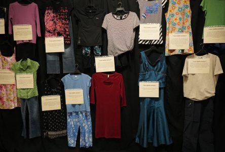 Une exposition de vêtements portés par des victimes de viol