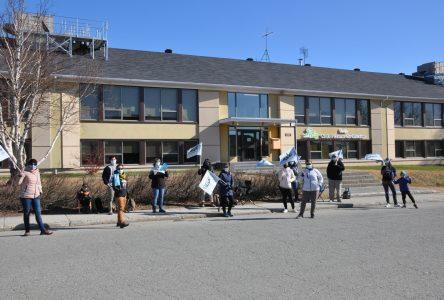 Les enseignants sont en grève jusqu'à 9 h 30